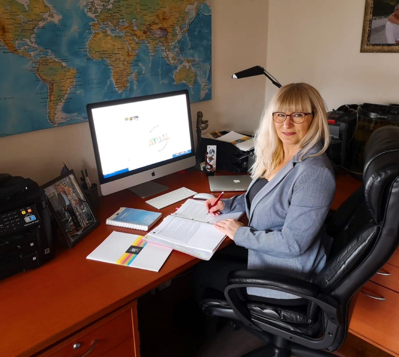 sidder Irina Grauengaard, Erasmus+ projektleder på Køge Handelsskole